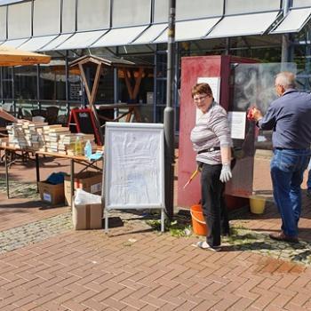 Frühjahrsputz im Sommer- Eine Aktion der Bücherschrankpaten