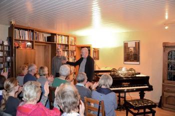 Jan Cornelius las aus: Über Google Gott und die Welt, musikalisch begleitet von Thomas Schuld